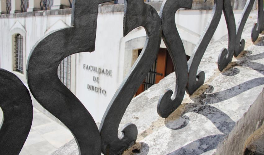 Porta da Faculdade de Direito da Universidade de Coimbra