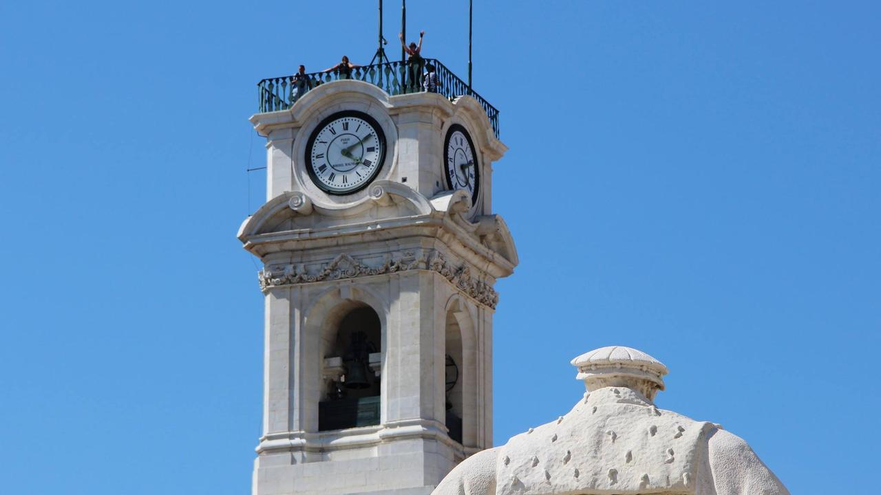 Torre da universidade e Estátua de D. João III