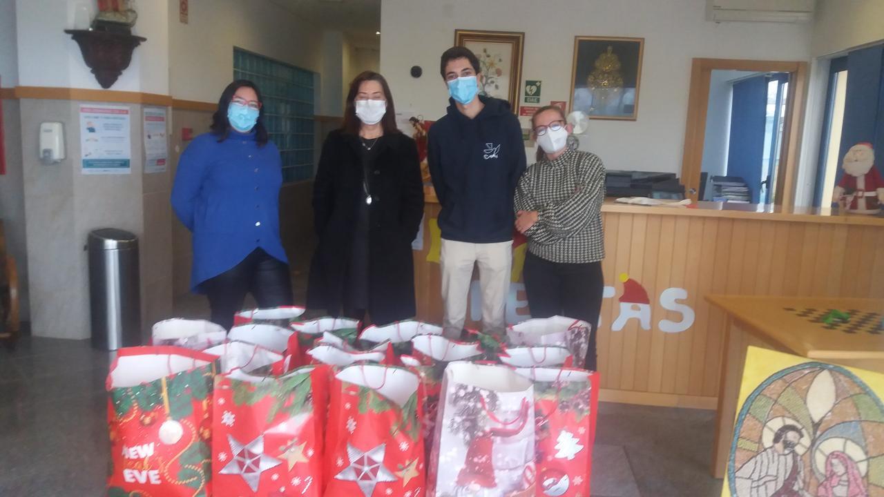 Projeto de Voluntariado NUVEM entrega 18 Cabazes de NATAL