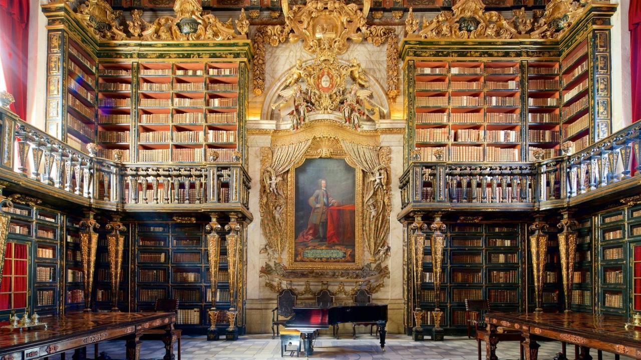 Biblioteca Joanina: acervo histórico é parte do acervo Alma Mater