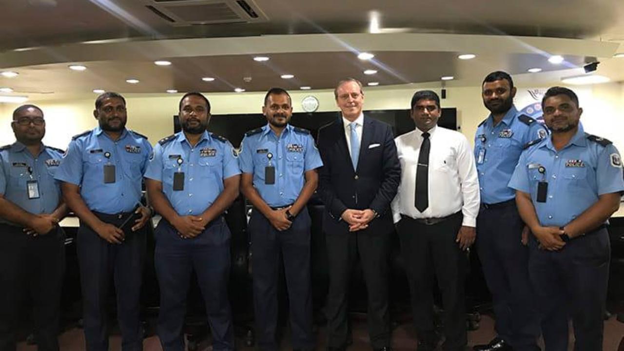 Professor Duarte Nuno Vieira com o diretor e peritos dos Serviços Forenses da República das Maldivas