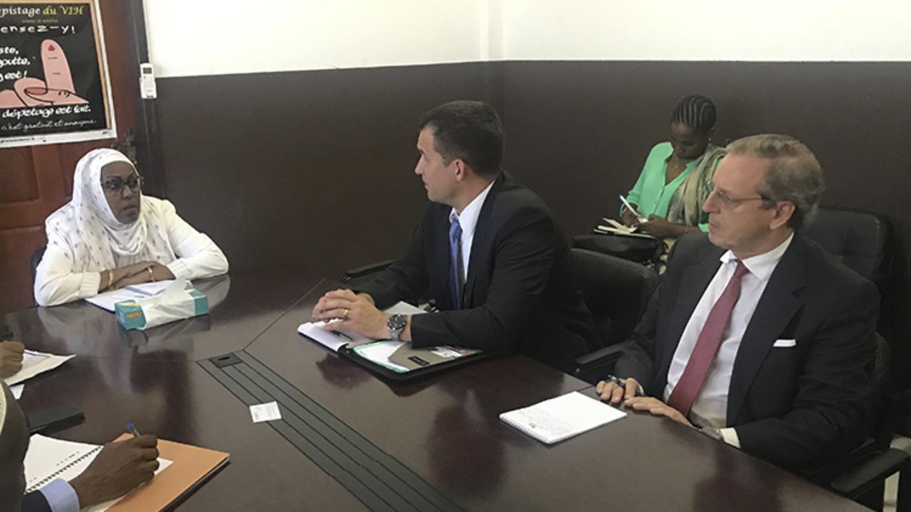 Duarte Nuno Vieira - à direita - e Nils Melzer em reunião com a Ministra da Saúde das Comores. Fatma Rashid.