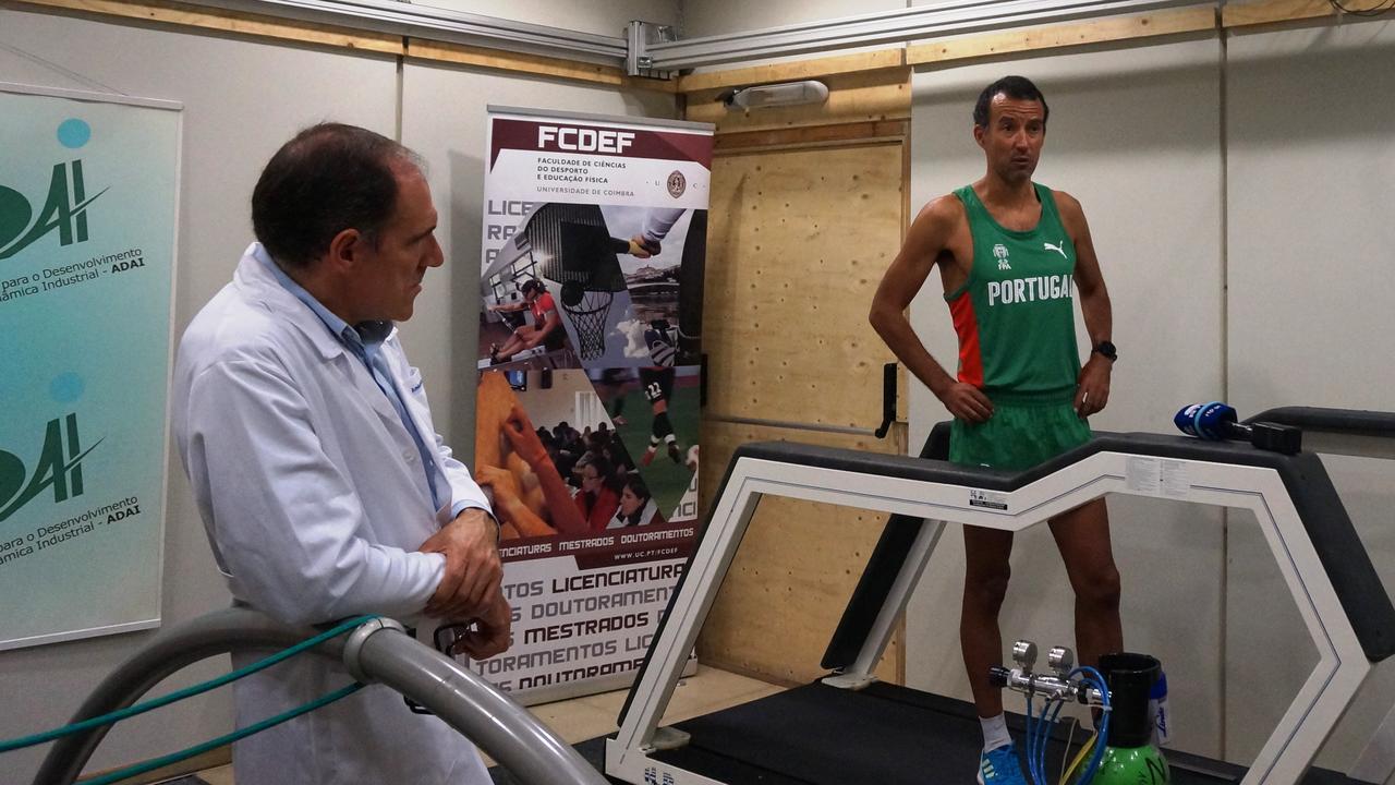 Treino de João Vieira na sala térmica do Laboratório de Aerodinâmica Industrial da FCTUC