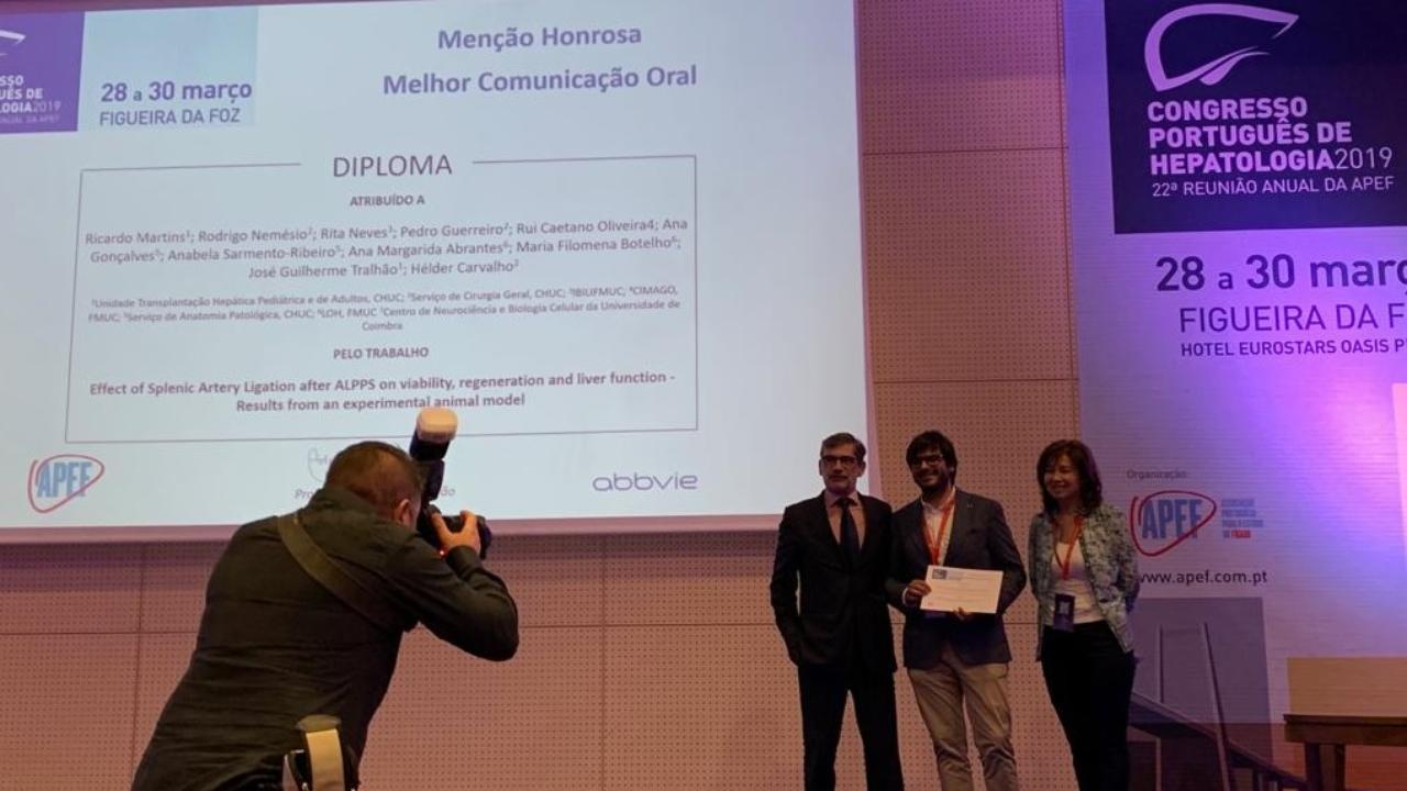 Entrega de Menção Honrosa ao investigador Ricardo Martins (ao centro).